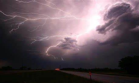 В 9 областях Украины объявлены штормовые предупреждения высокого уровня опасности
