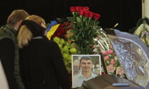 Мать Антона Полякова записала видеообращение к украинцам после прощания с сыном