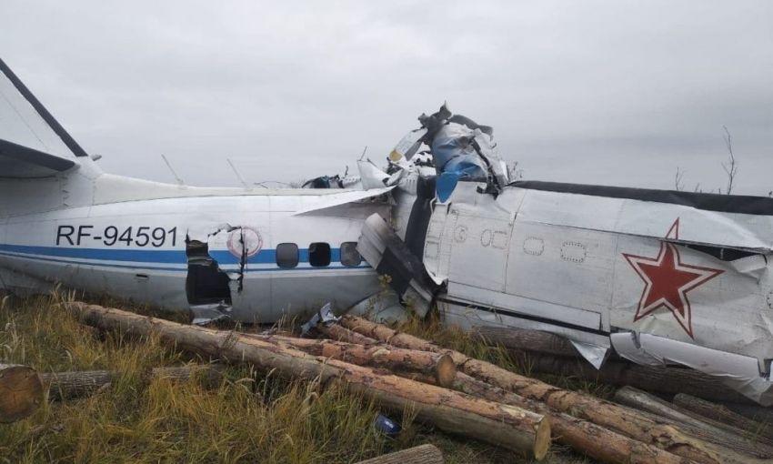 Авиакатастрофа в России: в Сети опубликовали видео и назвали вероятные причины падения самолета