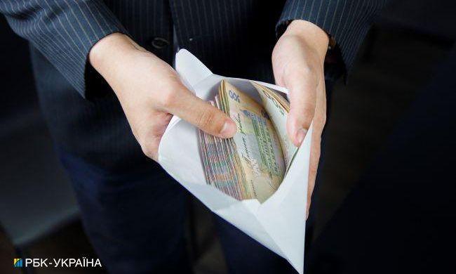 Зарплаты учителей и врачей вырастут до 20 тысяч гривен